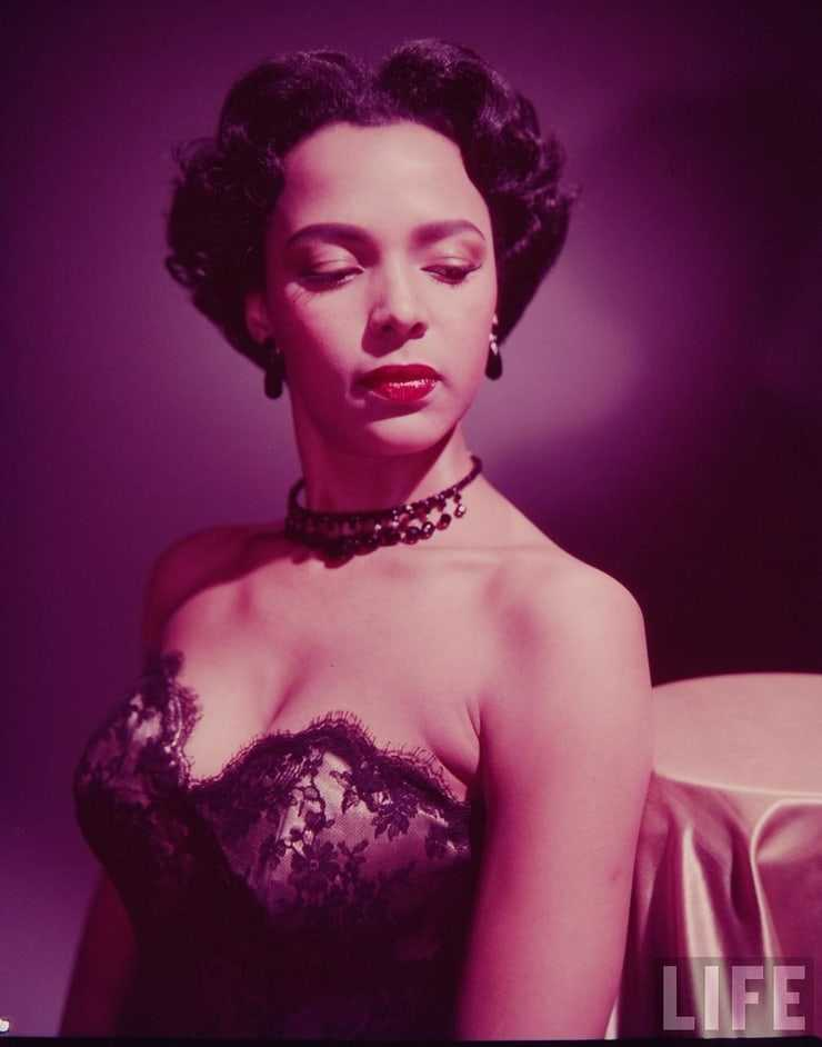 Dorothy Dandridge sexy side boobs pics