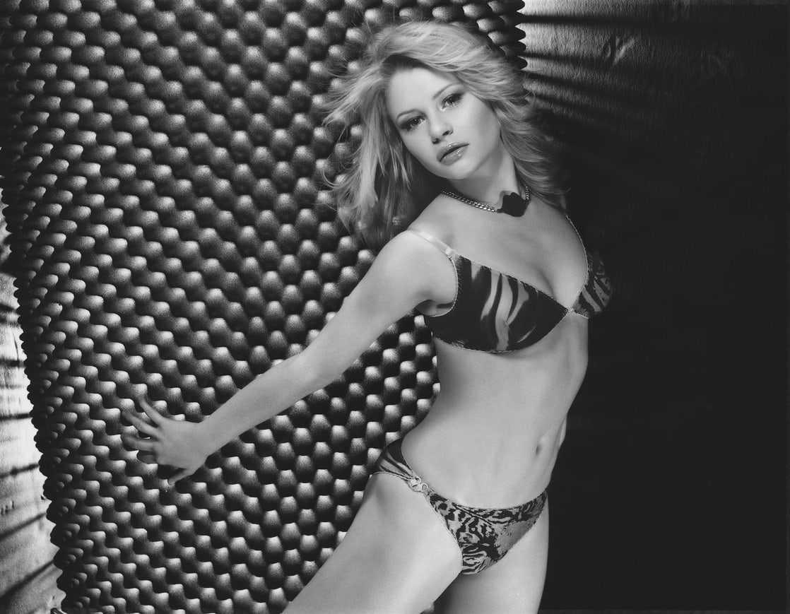 Emilie de Ravin bikini pics