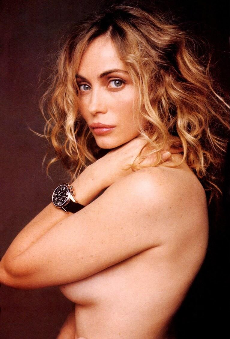 Emmanuelle Béart sexy side boobs pics