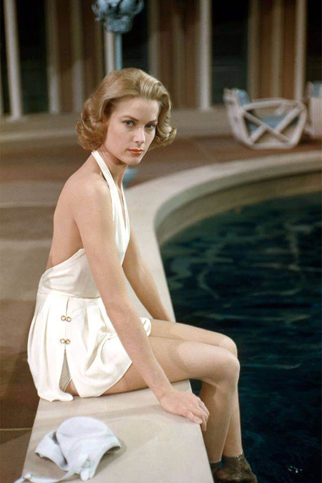 Grace Kelly sexy side boobs pics