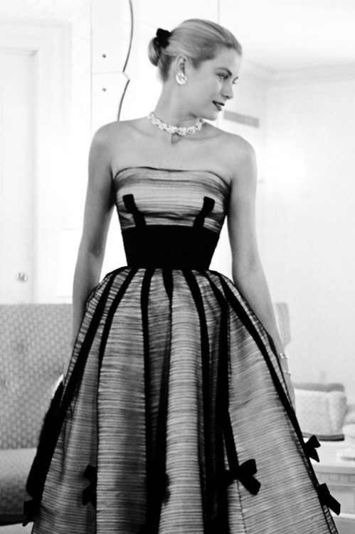 Grace Kelly topless pics