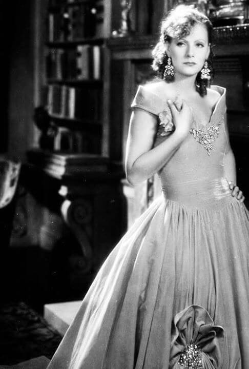 Greta Garbo amazing boobs pics