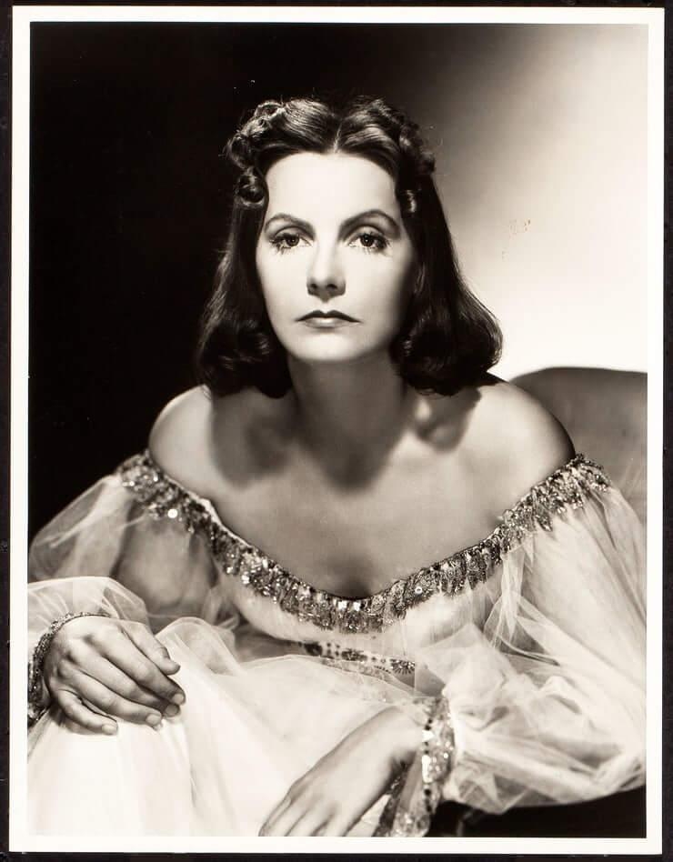 Greta Garbo sexy cleavage pics