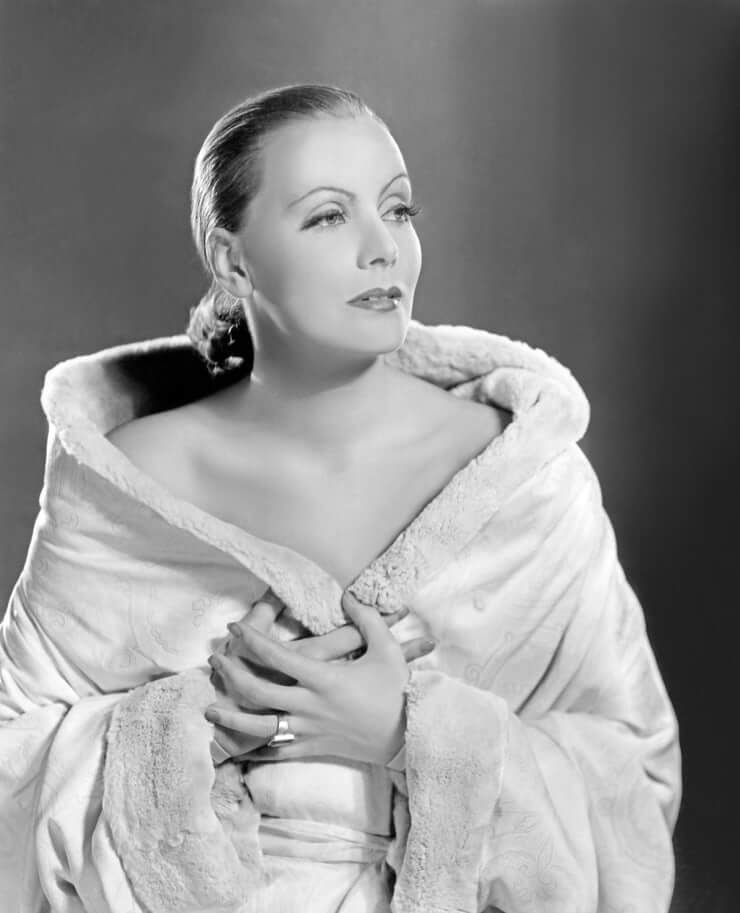 Greta Garbo topless pics