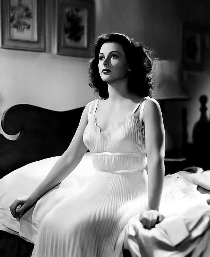 Hedy Lamarr hot look pics