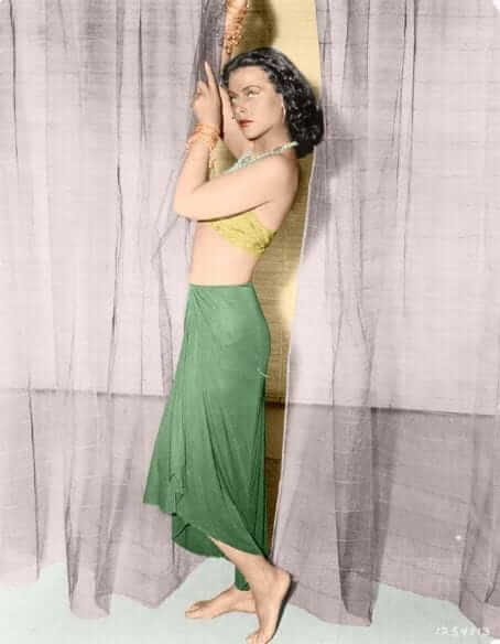 Hedy Lamarr sexy side boobs pics (2)