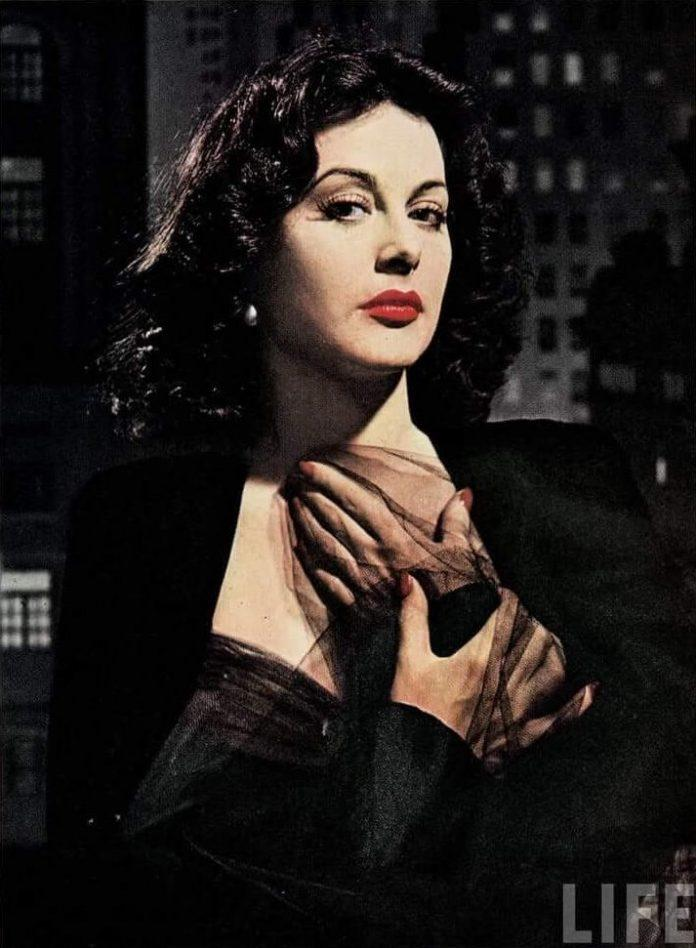 Hedy Lamarr sexy tits pictures