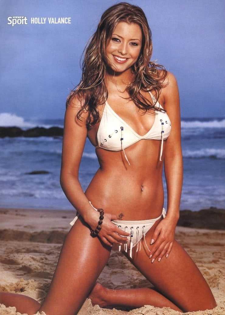 Holly Valance sexy bikini pic