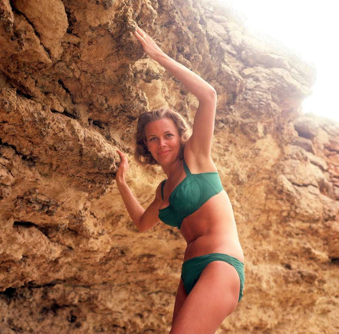 Honor Blackman hot pictures (2)