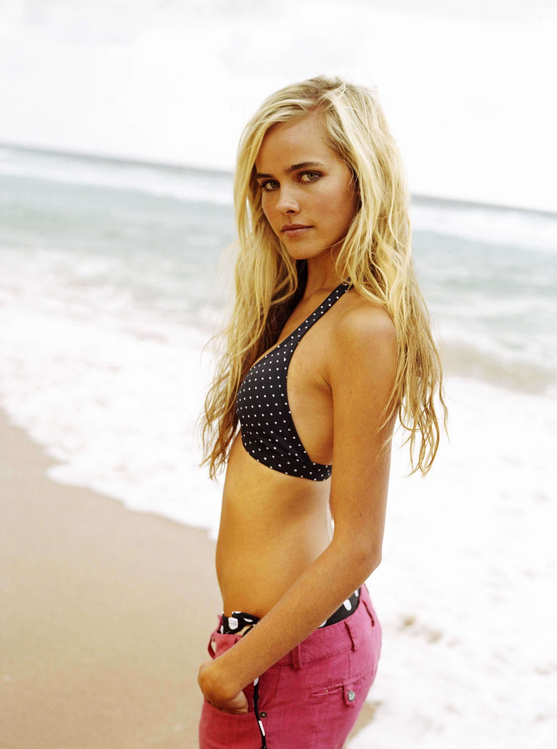 Isabel Lucas sexy side boobs pics