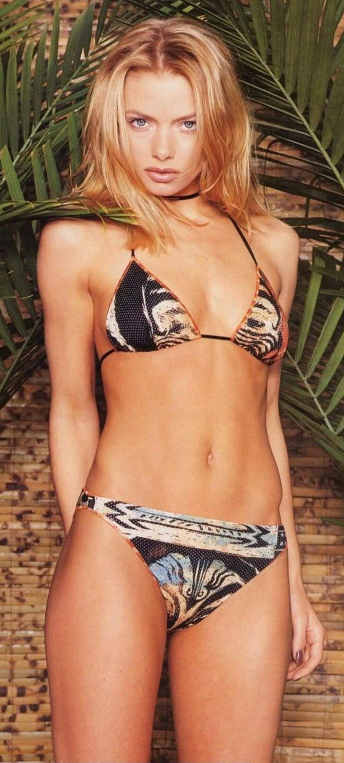 Jaime Pressly hot bikini pics