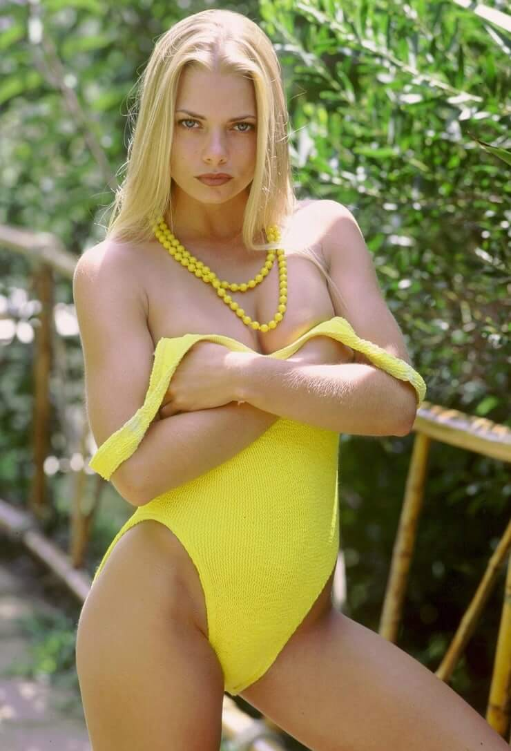 Jaime Pressly sexy lingerie pics