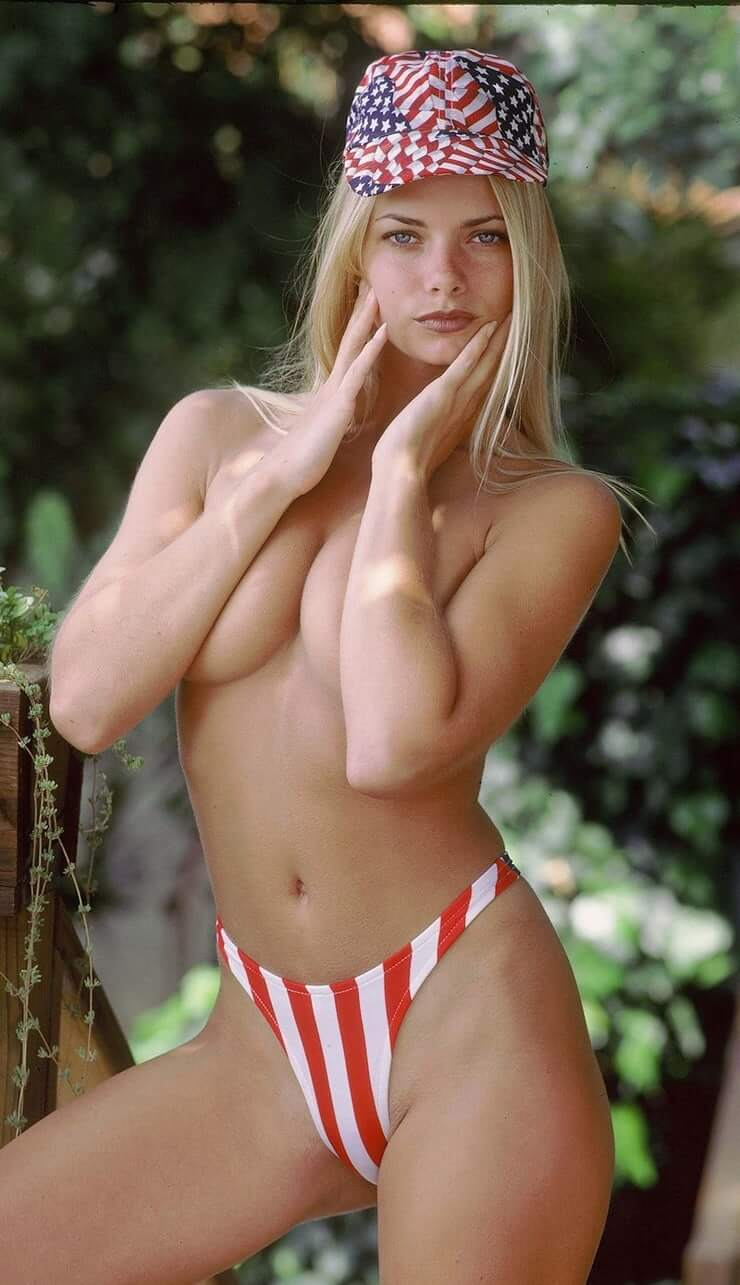 Jaime Pressly topless pics