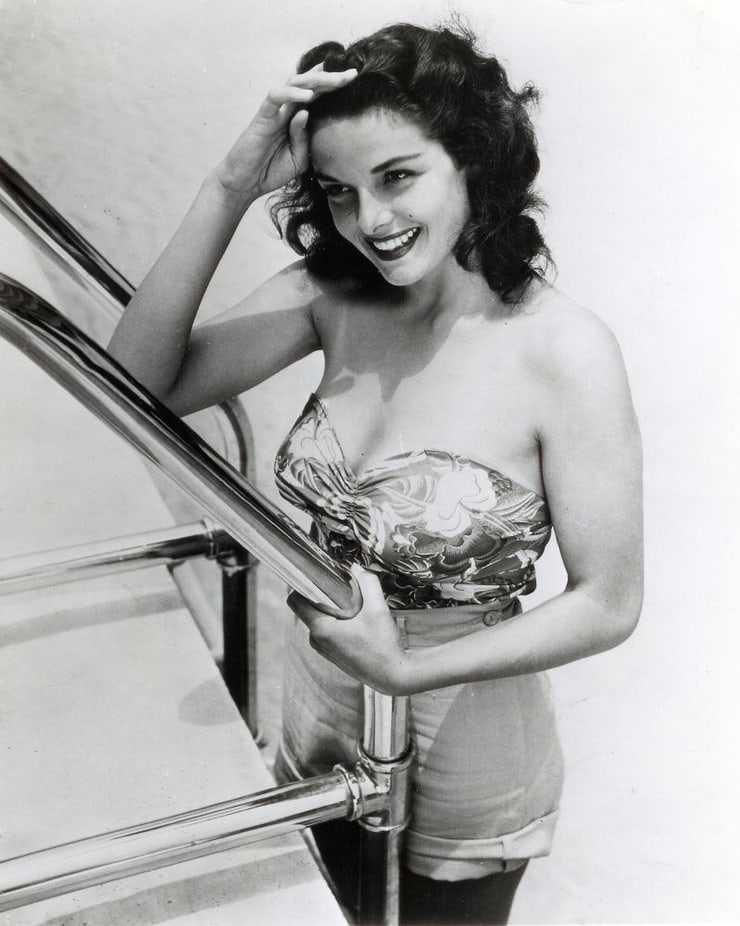Jane Russell cleavage pic