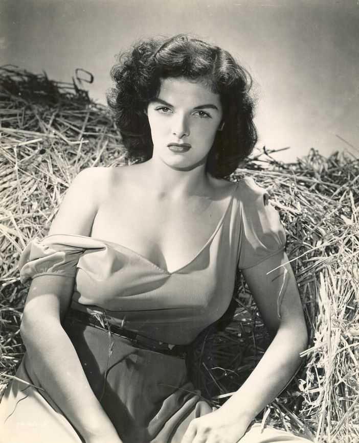 Jane Russell hot look pic