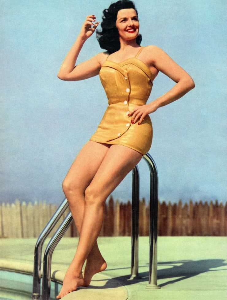 Jane Russell sexy look pic