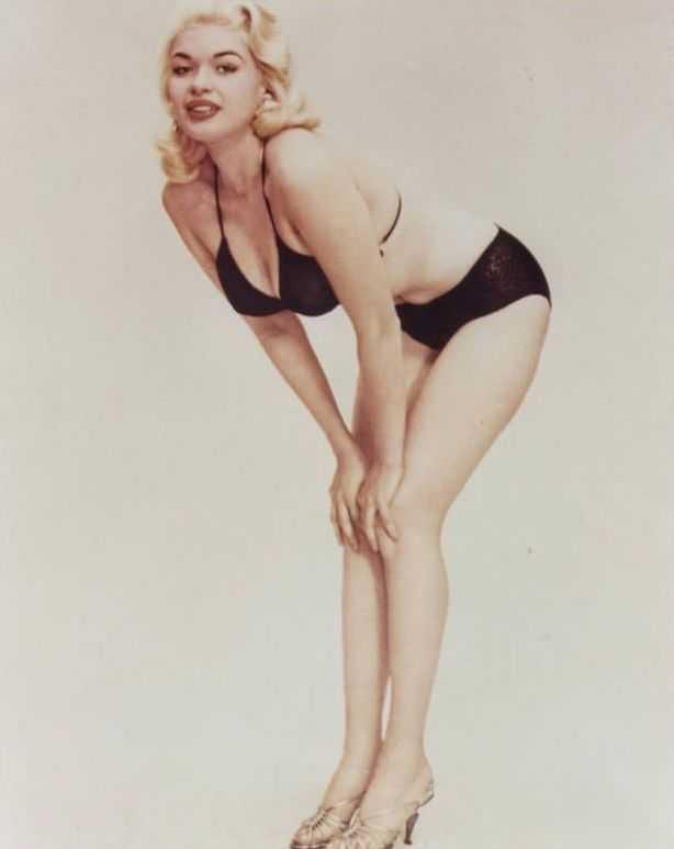 Jayne Mansfield sexy legs pics