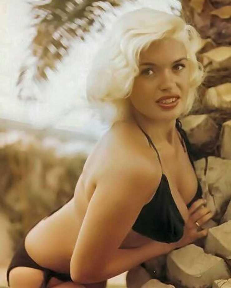 Jayne Mansfield sexy side boobs pics