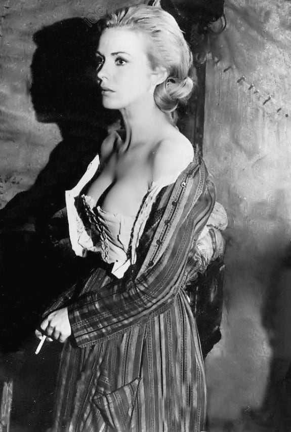 Jean Seberg sexy side boobs pics