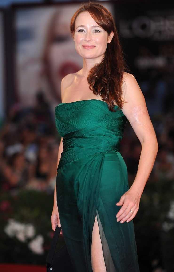 Jennifer Ehle hot look pics