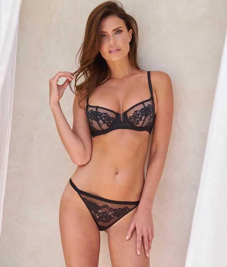 Julia Lescova bikini pics
