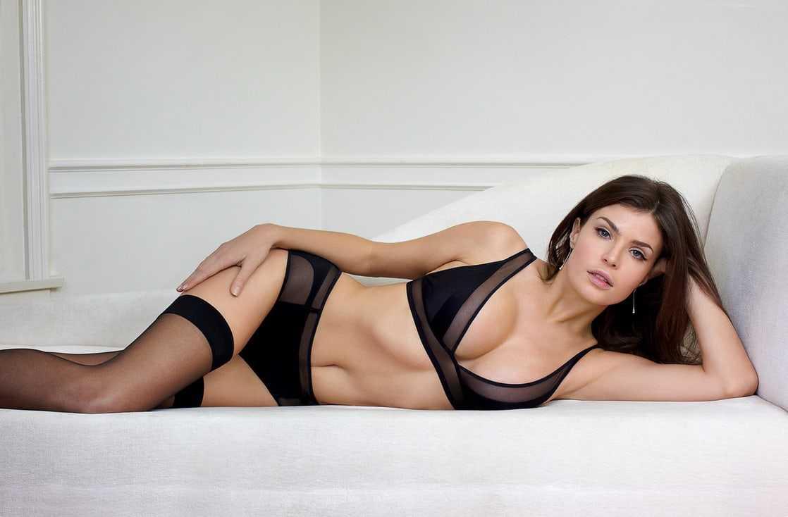 Julia Lescova sexy bikini pics
