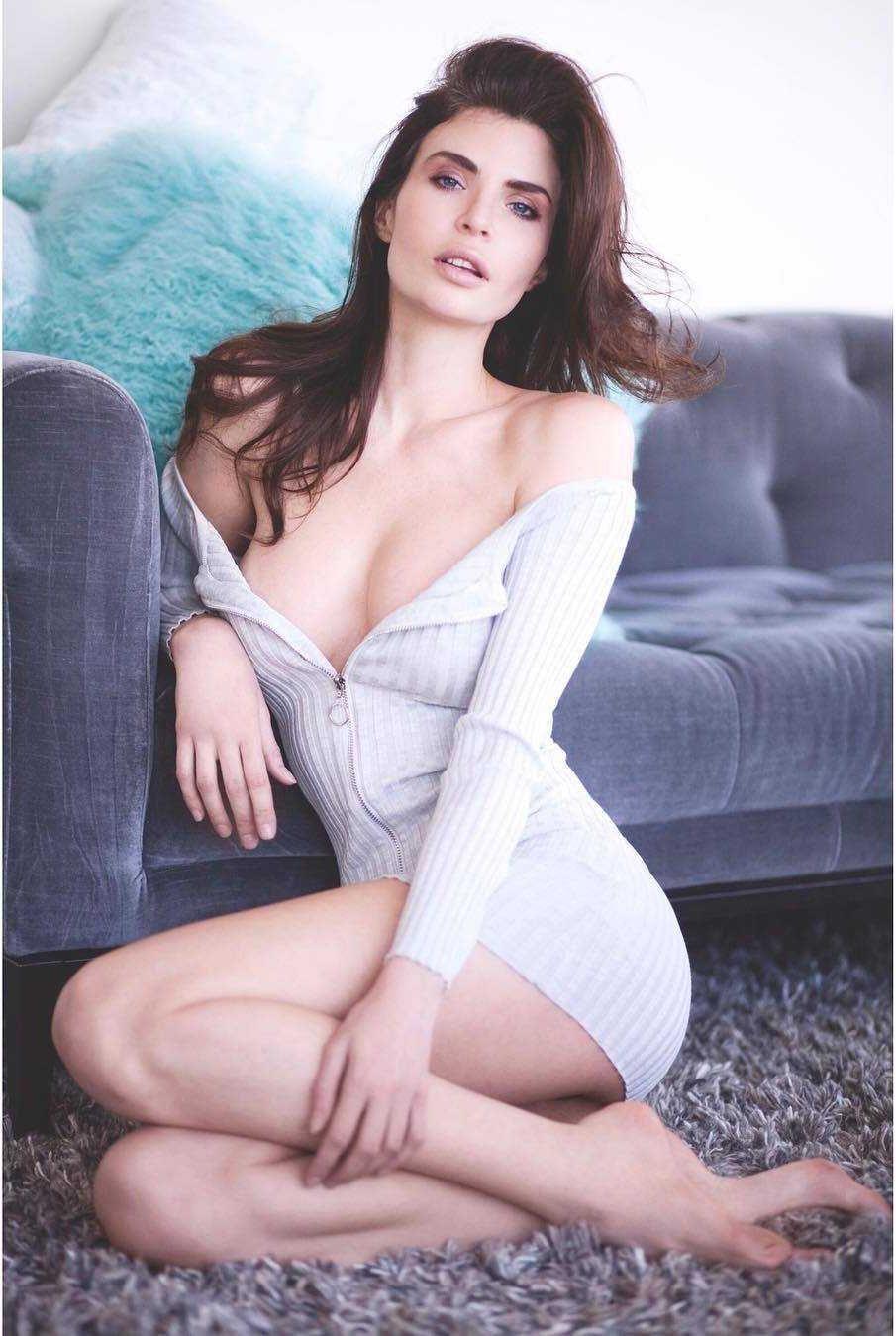 Julia Lescova sexy cleavage pics