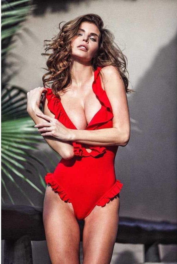 Julia Lescova sexy lingerie pics