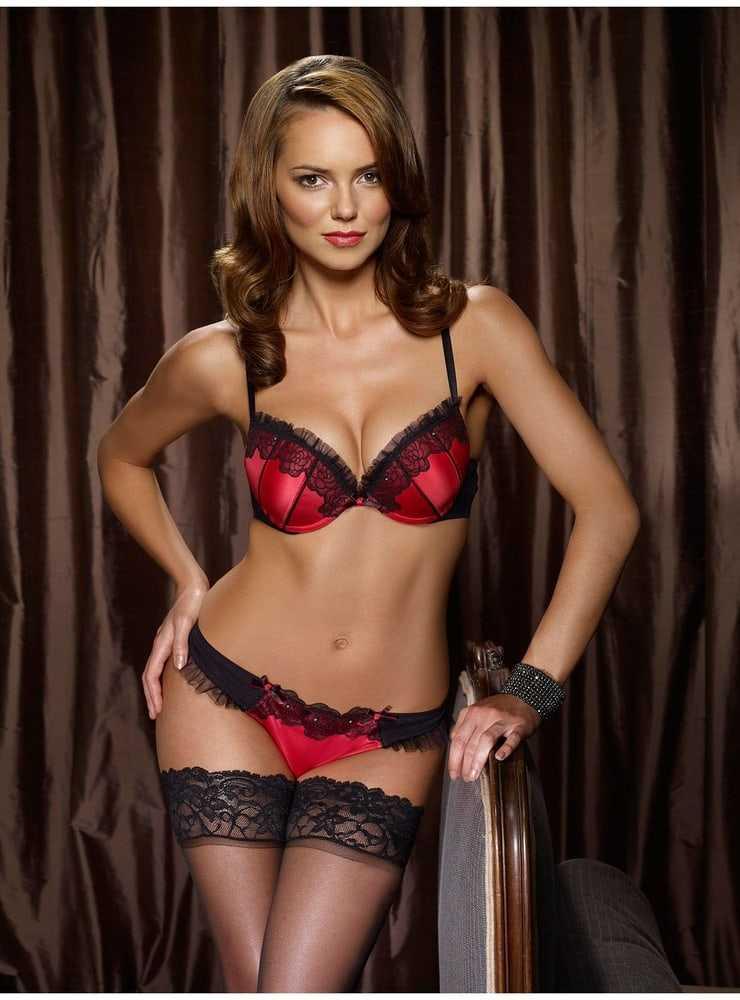 Kara Tointon sexy side boobs pics