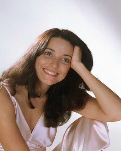 Karen Allen cleavage pic