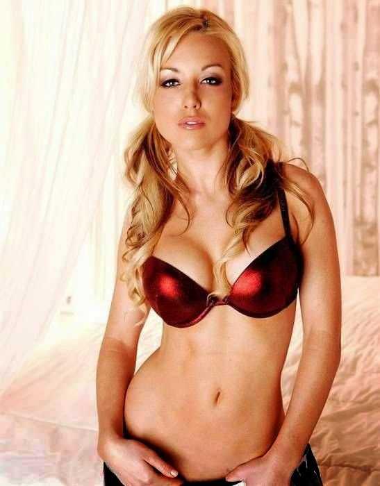 Kayden Kross hot bikini pics