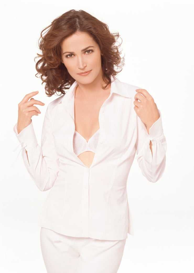 Kim Delaney cleavage pictures