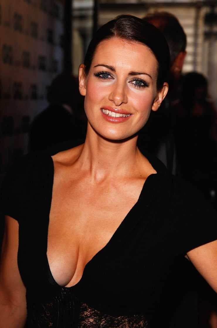 Kirsty Gallacher sexy side boobs pics