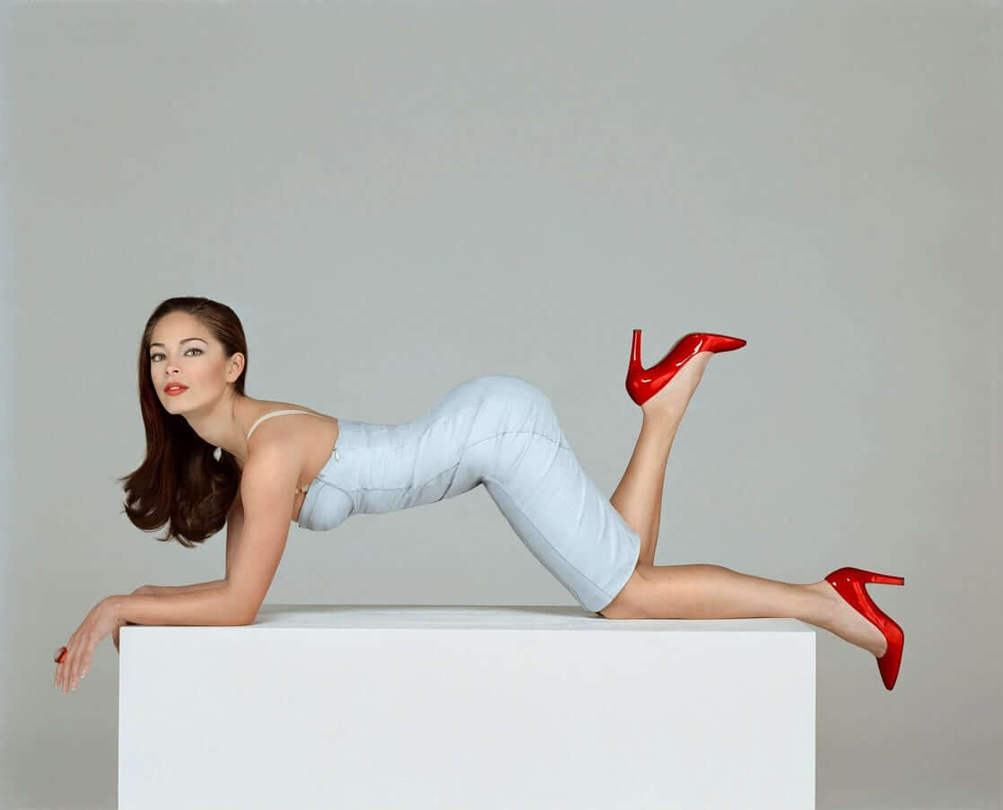 Kristin Kreuk booty pictures