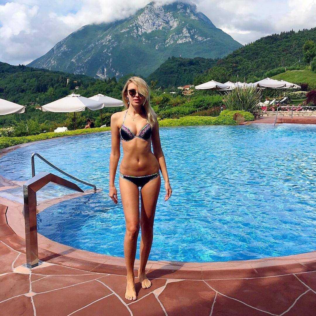 Ksenia Sukhinova bikini pics