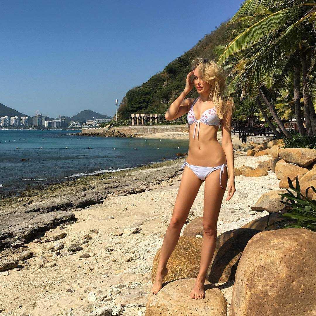 Ksenia Sukhinova sexy look pics
