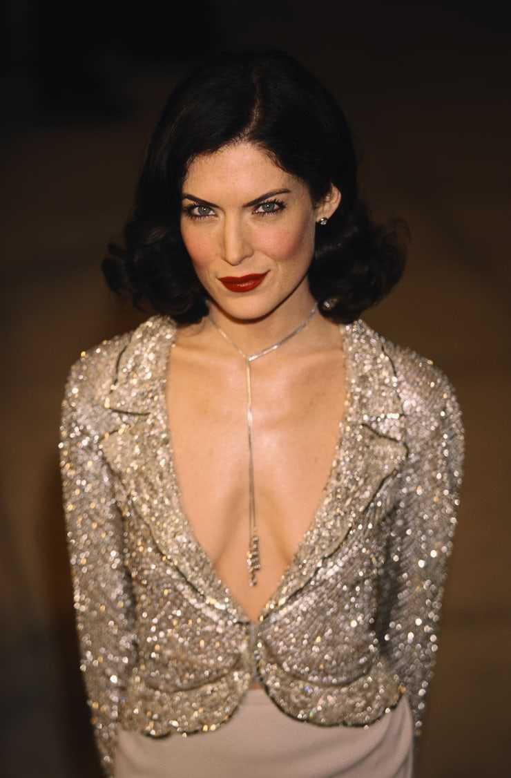 Lara Flynn Boyle big busty pics