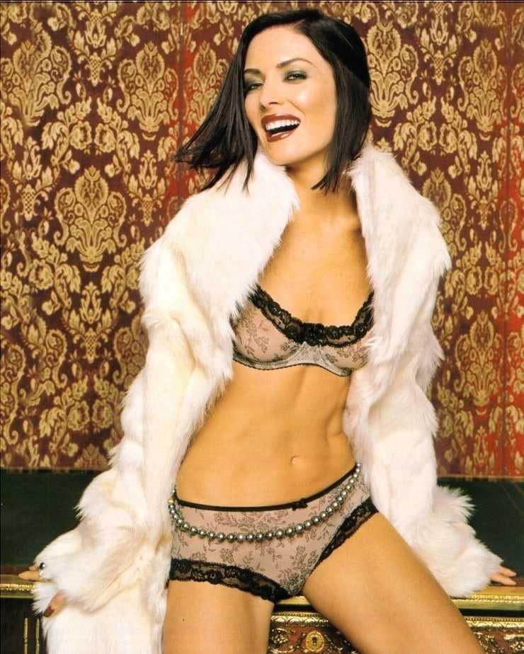 Lara Flynn Boyle lingerie pics