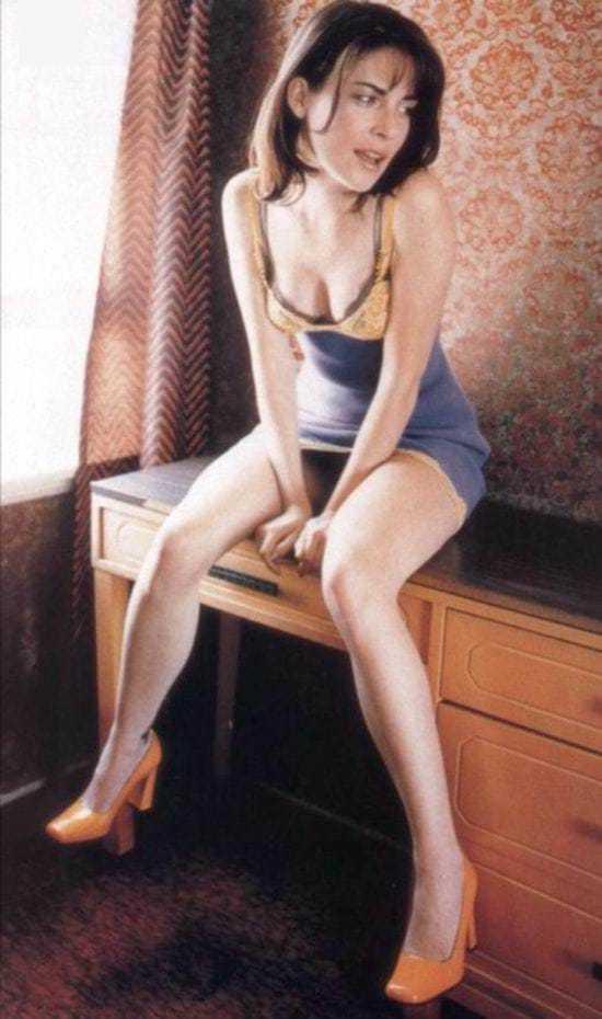 Lara Flynn Boyle sexy look pics
