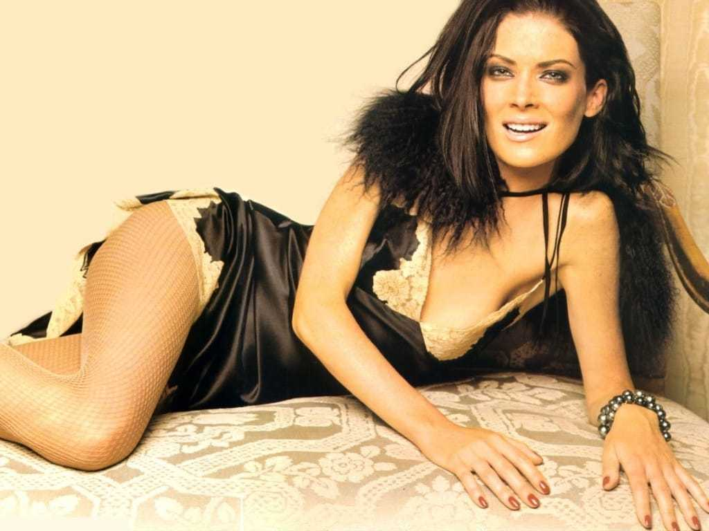 Lara Flynn Boyle sexy pictures