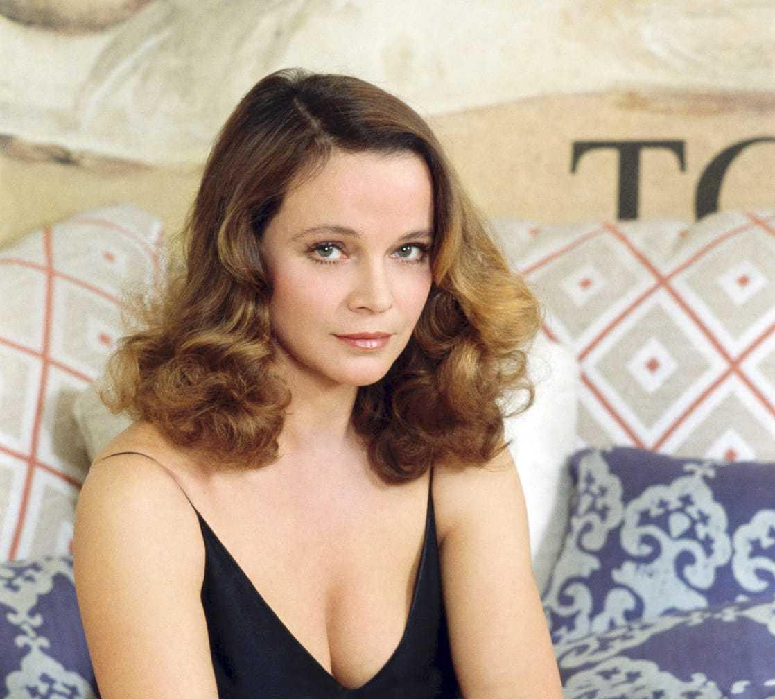 Laura Antonelli cleavage pics (2)