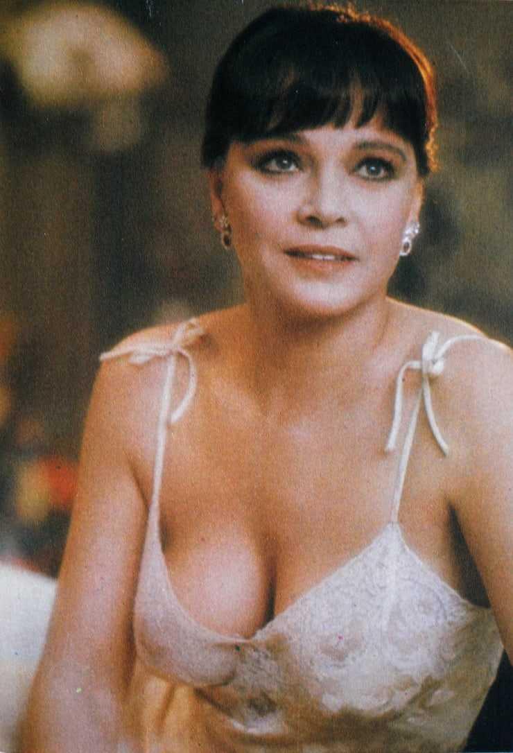Laura Antonelli cleavage pics