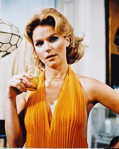 Lee Remick sexy cleavage pics