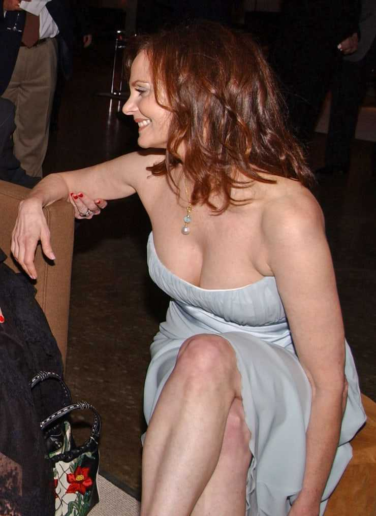 Lesley Ann Warren sexy cleavage pics