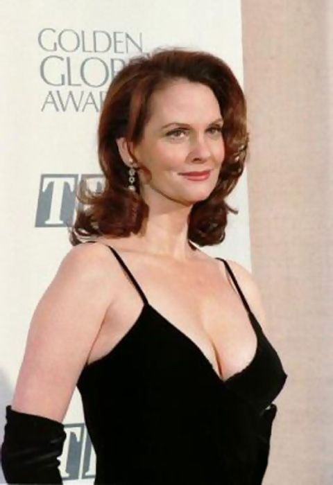 Lesley Ann Warren sexy side boobs pics