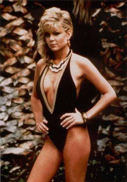 Lisa Hartman Black hot side boobs pics