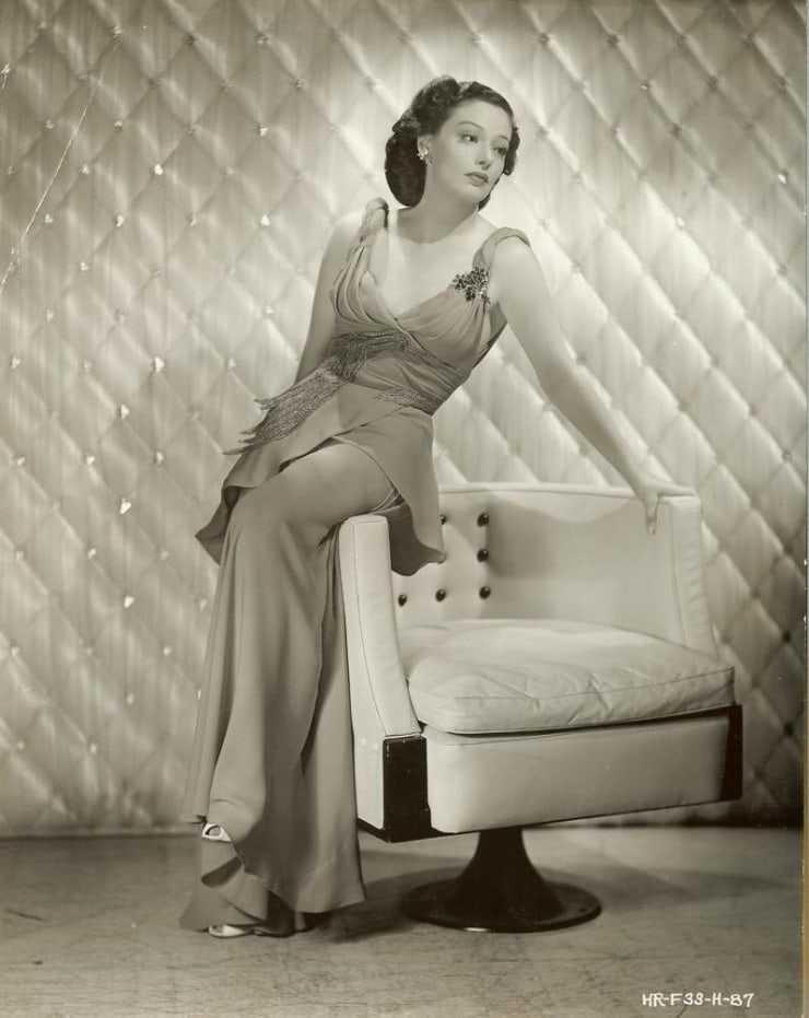 Loretta Young hot look pics