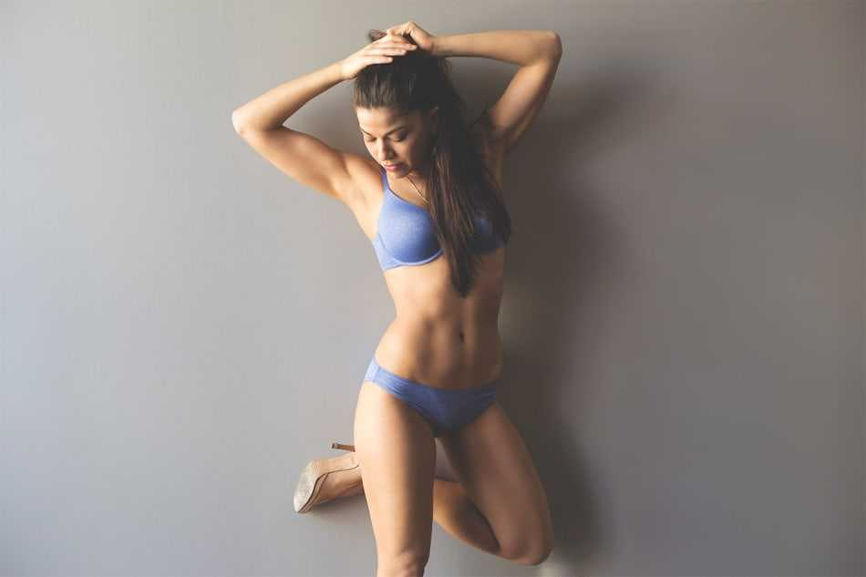 Luciana Carro bikini pics