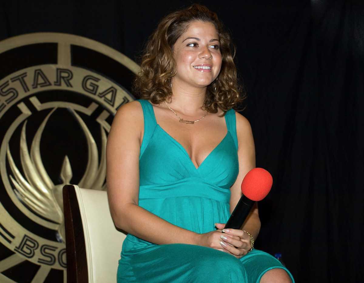 Luciana Carro sexy cleavage pics