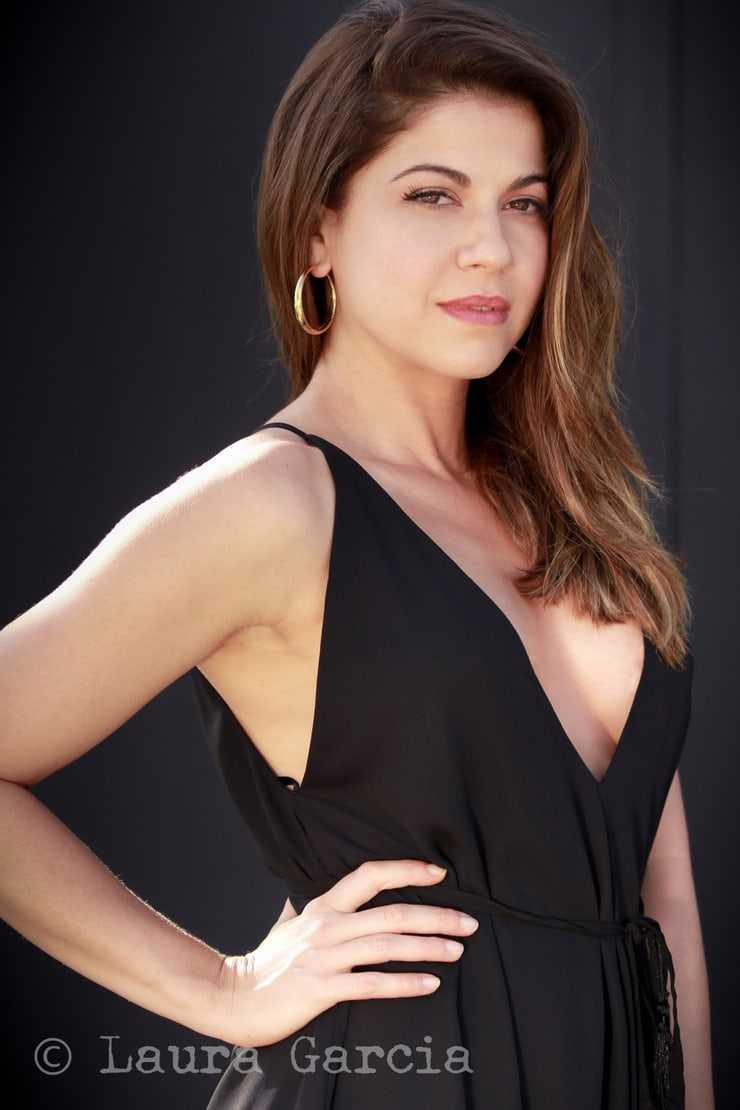 Luciana Carro sexy side boobs pics (2)